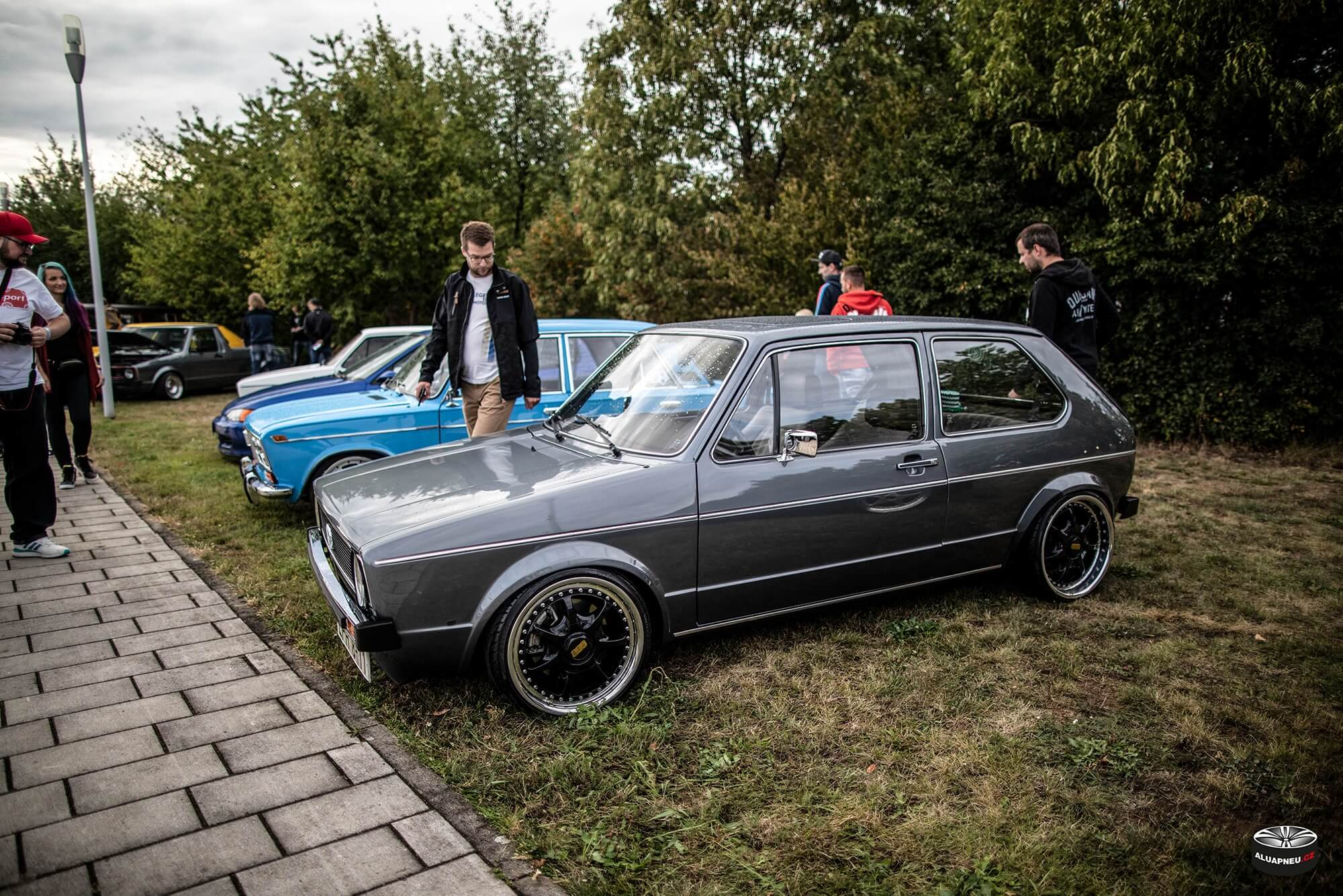Alu kola Volkswagen Golf 1 - černé elektrony s leštěným límcem Vw Golf - www.aluapneu.cz