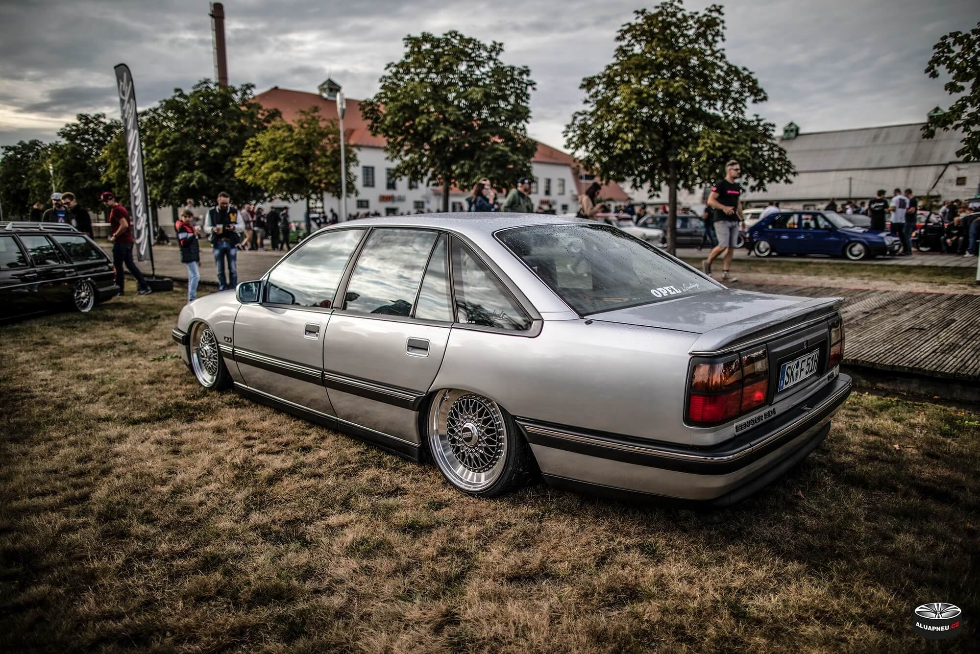 Alu kola Opel Omega - XS Classic Carnight 5.0 - Drážďany tuning sraz 2019 - www.aluapneu.cz