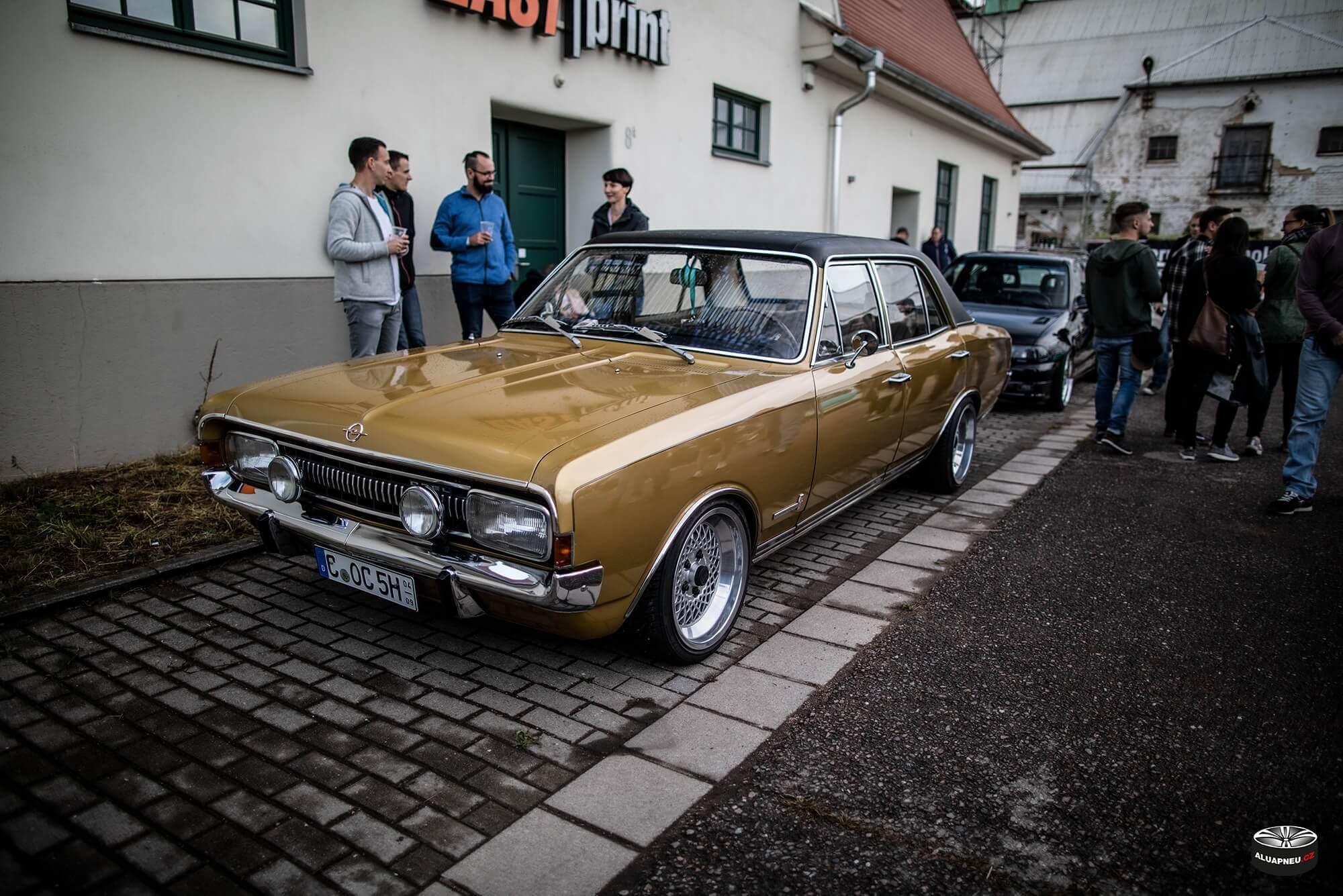 Opel Commodore alu kola s leštěným límcem - XS Classic Carnight 5.0 - Drážďany tuning sraz 2019 - www.aluapneu.cz