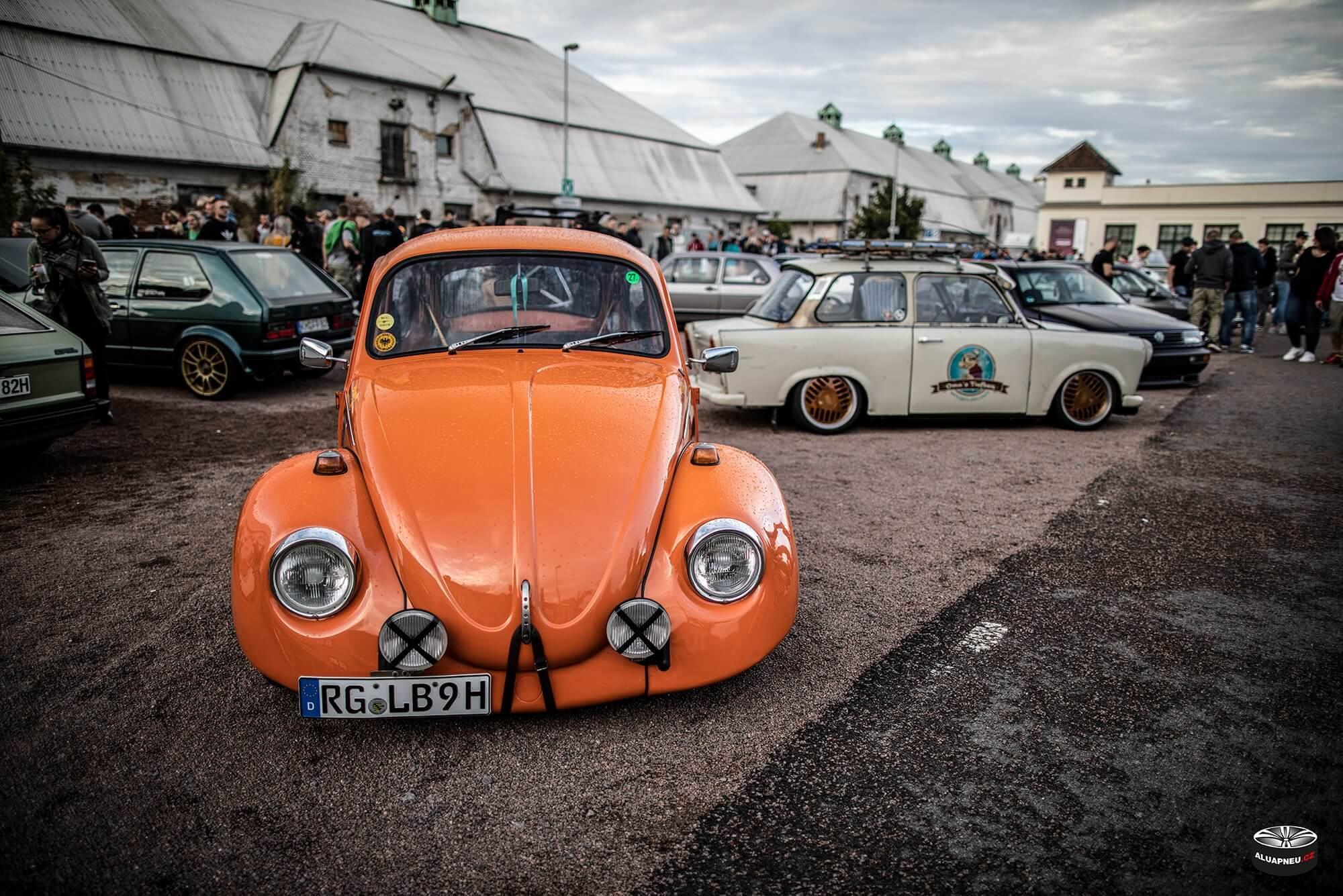 Trabant 601 tuning alu kola - Vw Beetle orange - XS Classic Carnight 5.0 - Drážďany tuning sraz 2019 - www.aluapneu.cz