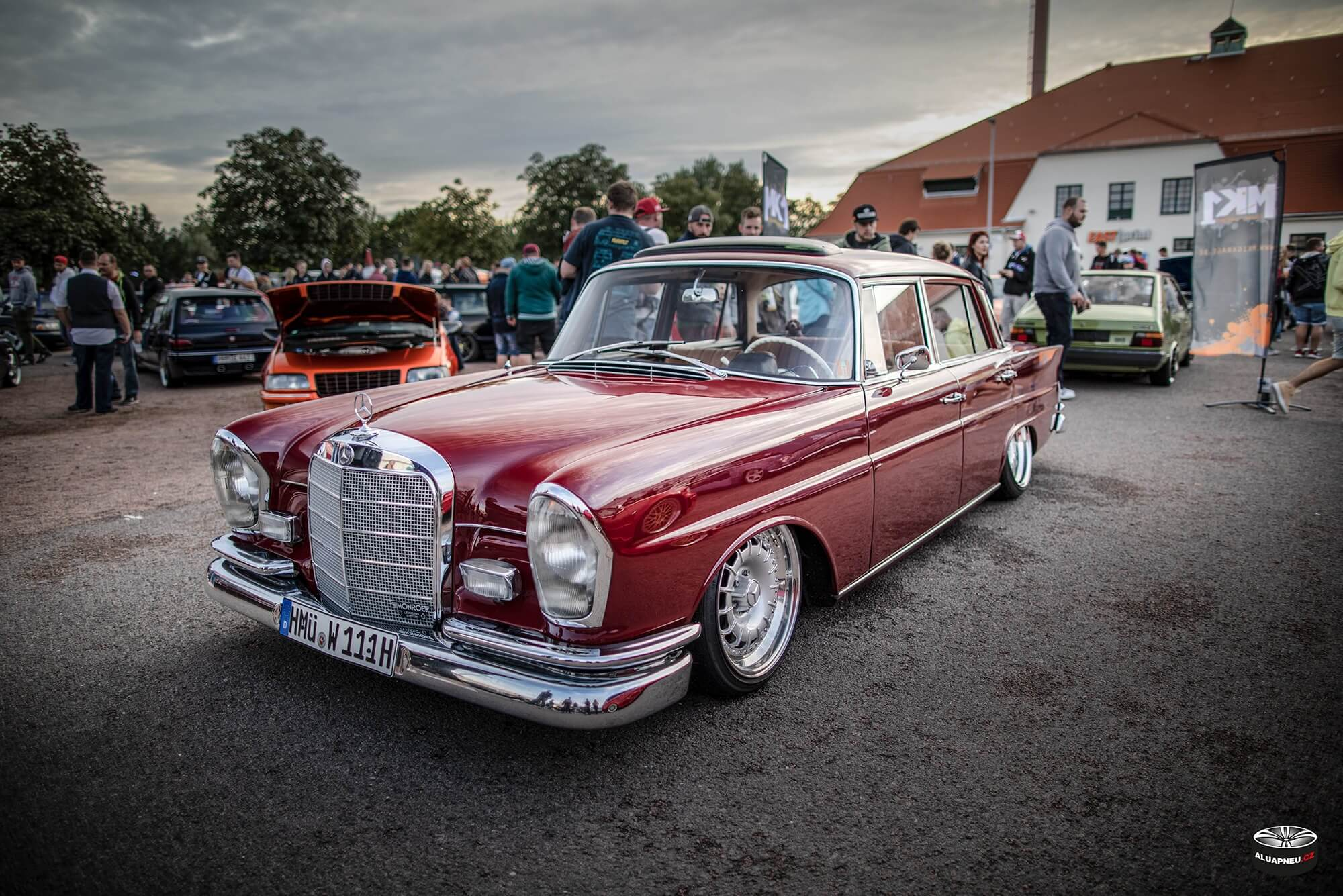 Elektrony s límcem Mercedes 220 sb - XS Classic Carnight 5.0 - Drážďany tuning sraz 2019 - www.aluapneu.cz