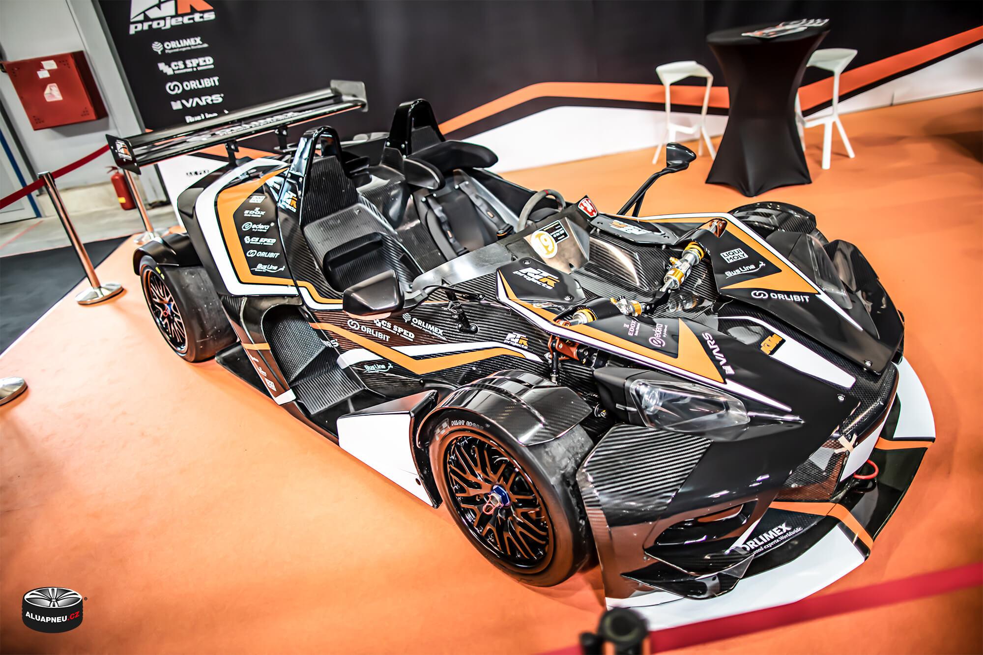 Ktm racing - černá alu kola Ktm - Autosalon Praha 2019 - www.aluapneu.cz