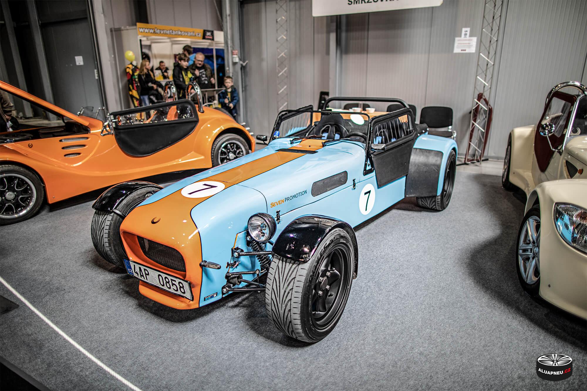 Caterham Seven - Gulf - černá alu kola - Autosalon Praha 2019 - www.aluapneu.cz