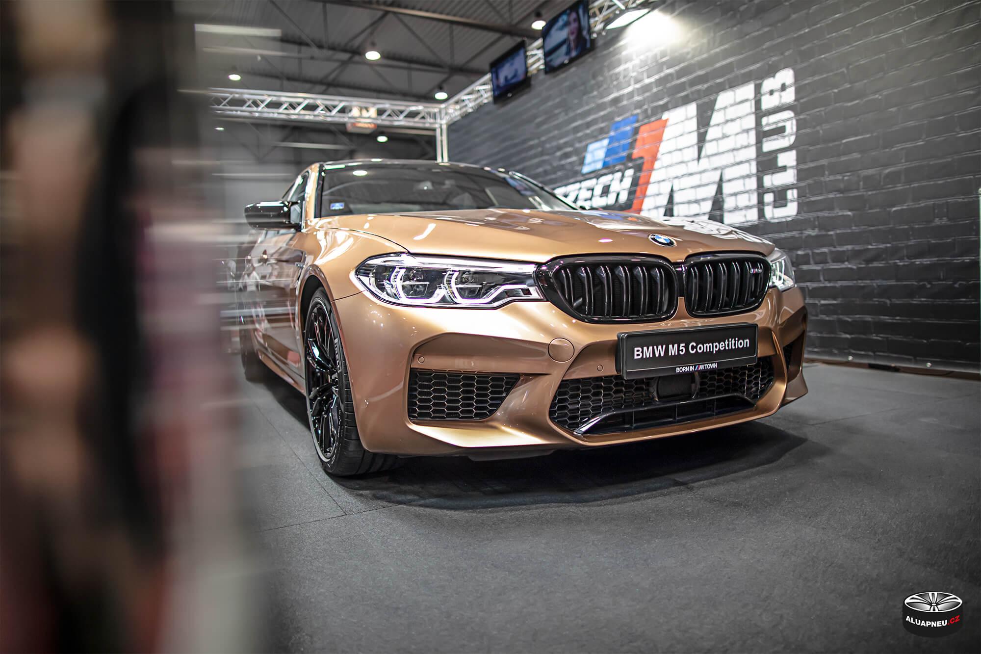 Bmw M5 - černá alu kola Bmw - Autosalon Praha 2019 - www.aluapneu.cz