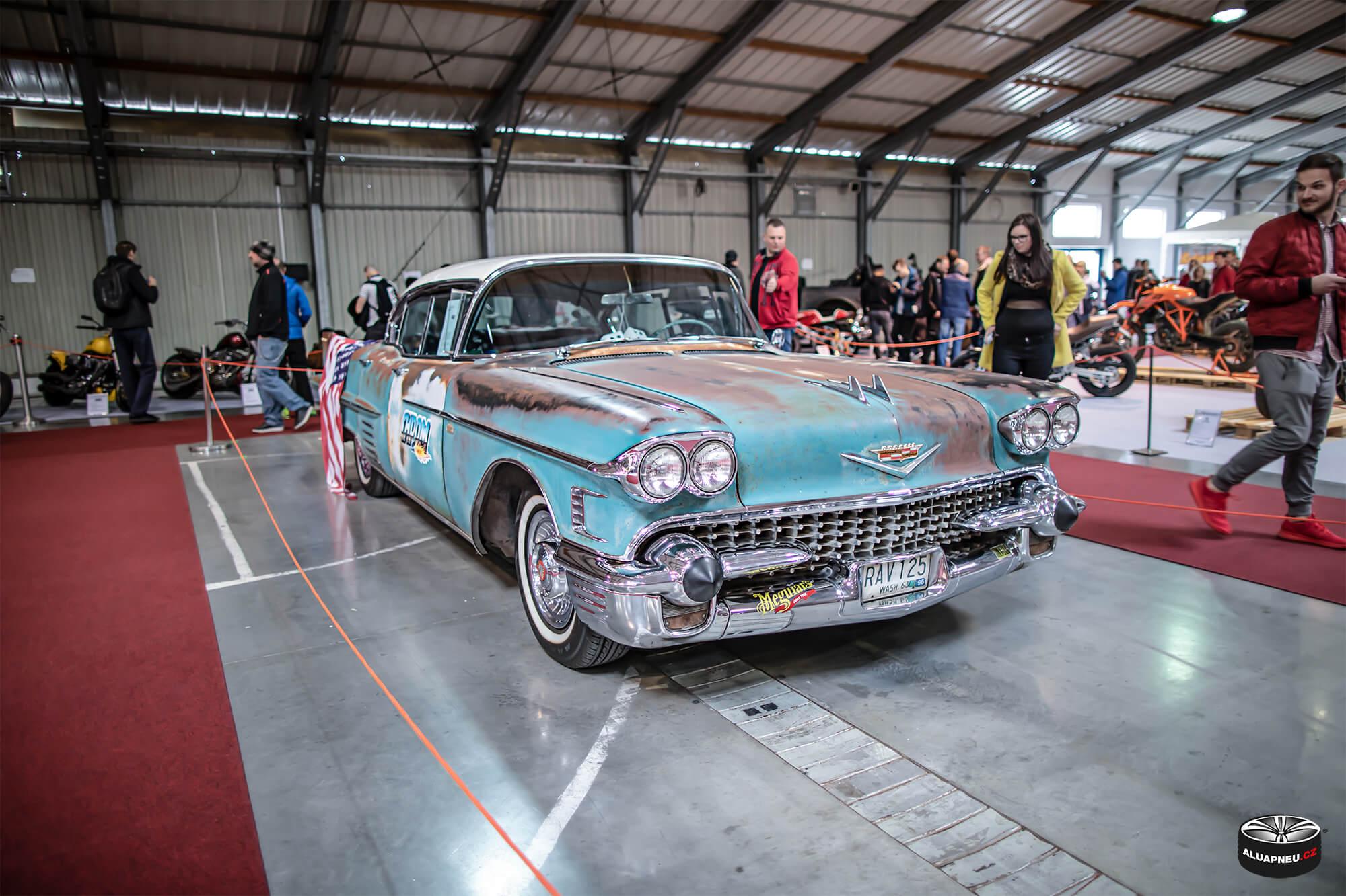 Old-timer cars - Autosalon Praha 2019 - www.aluapneu.cz