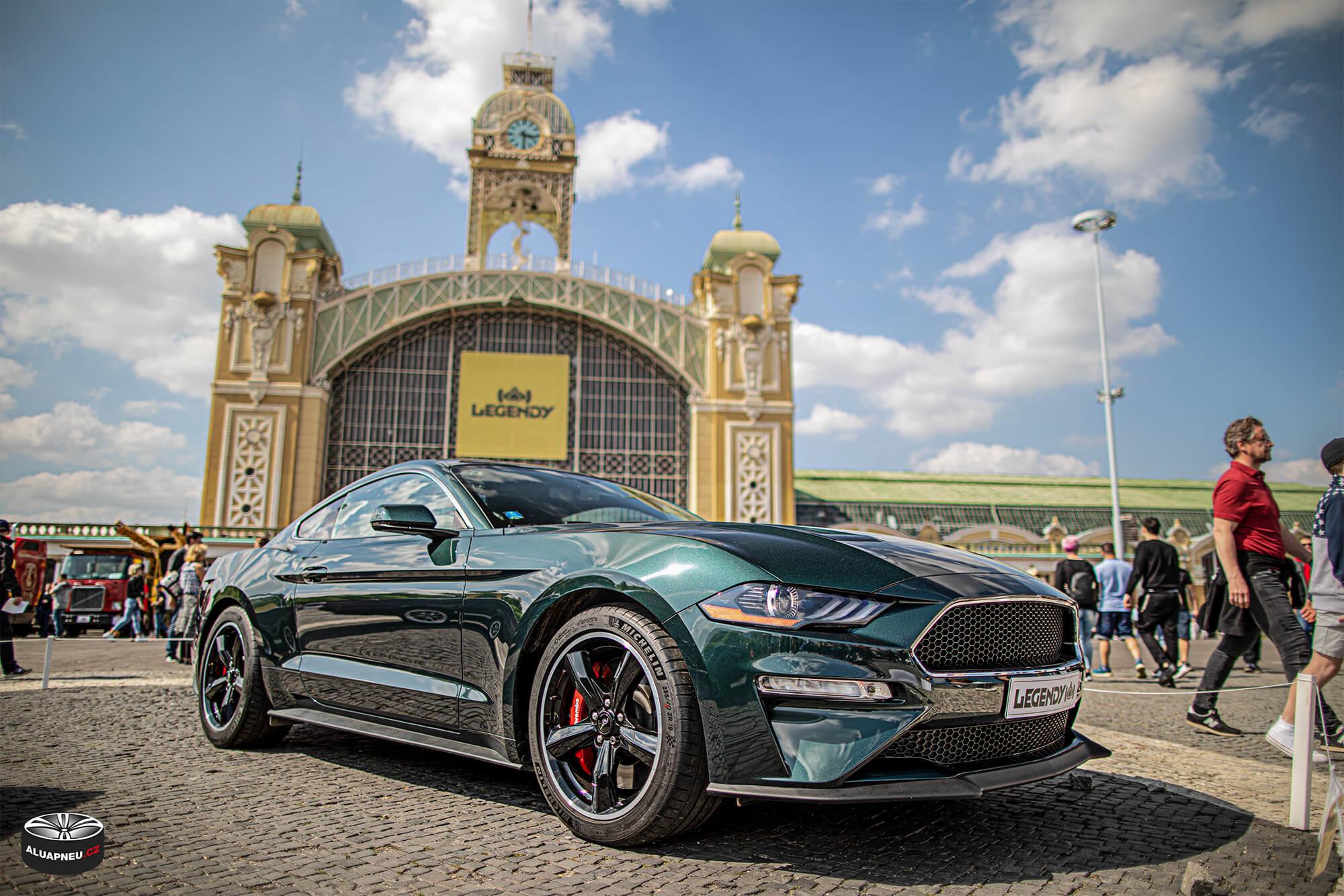 Originální alu kola Ford Mustang Bullit - černé elektrony s leštěným lemem - Automobilové Legendy 2019 - www.aluapneu.cz