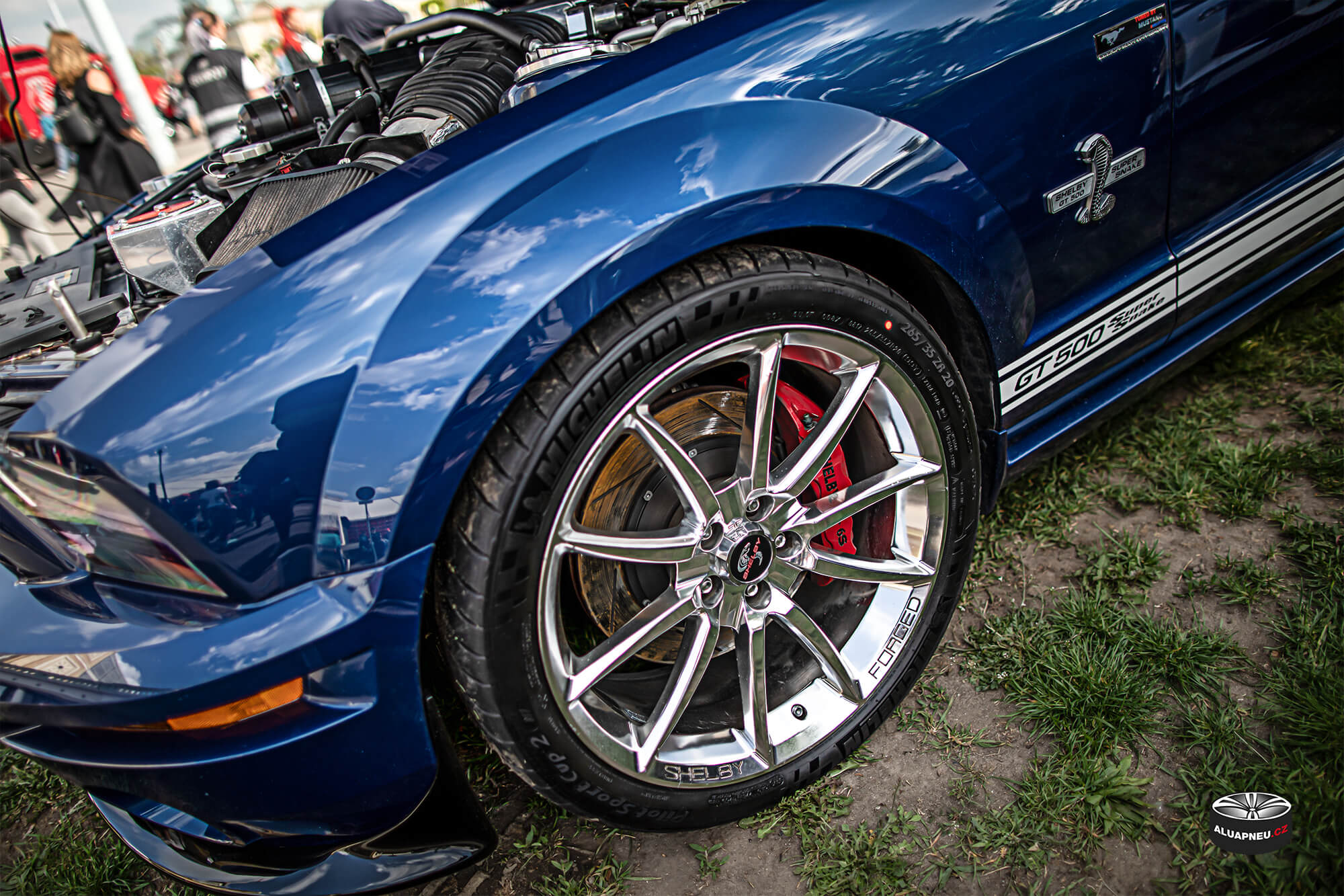 Chromované elektrony Ford Mustang Shelby - Originální chrom alu kola - Automobilové Legendy 2019 - www.aluapneu.cz