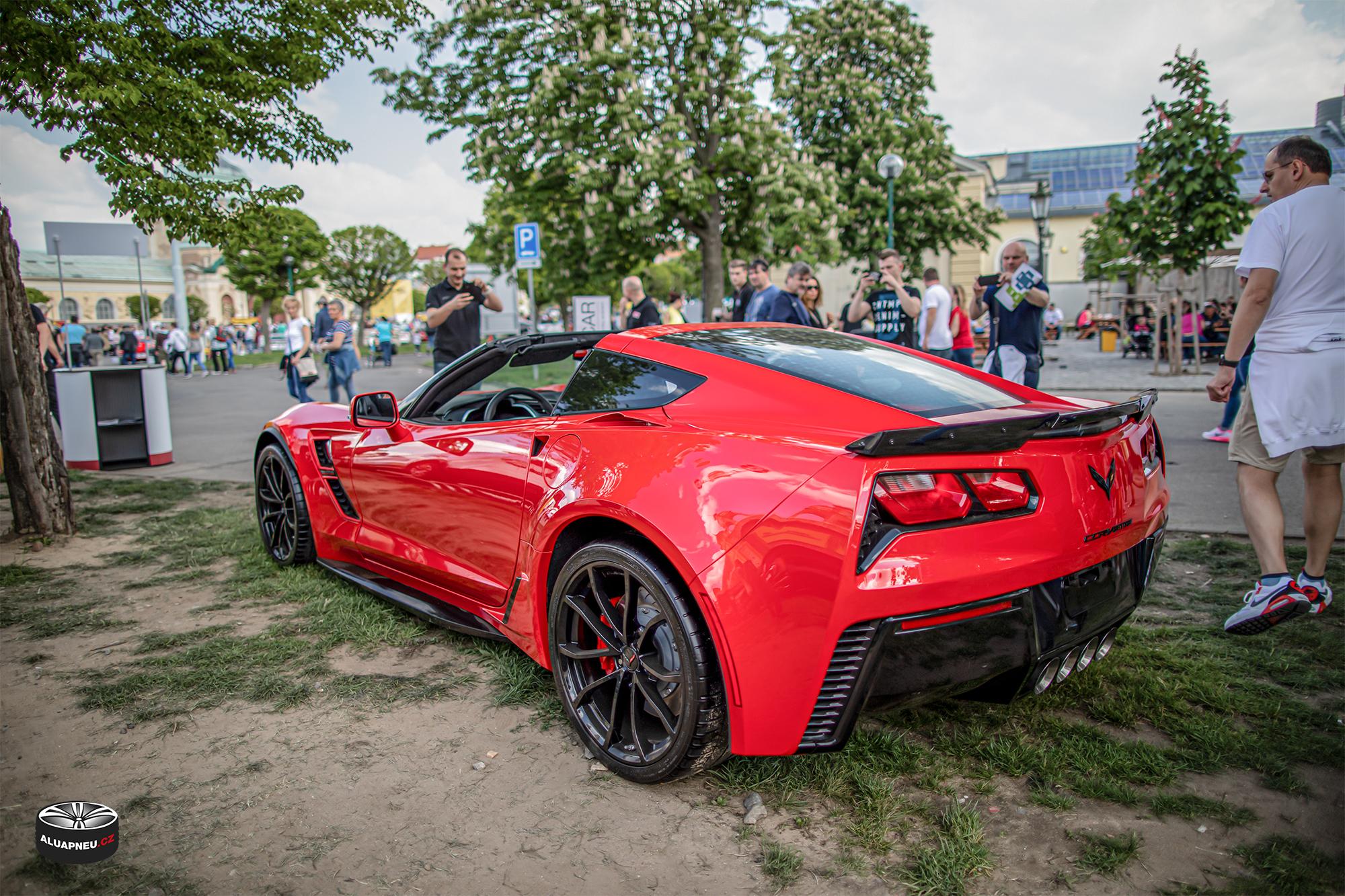 Černá alu kola Chevrolet Corvette - Automobilové Legendy 2019 - www.aluapneu.cz