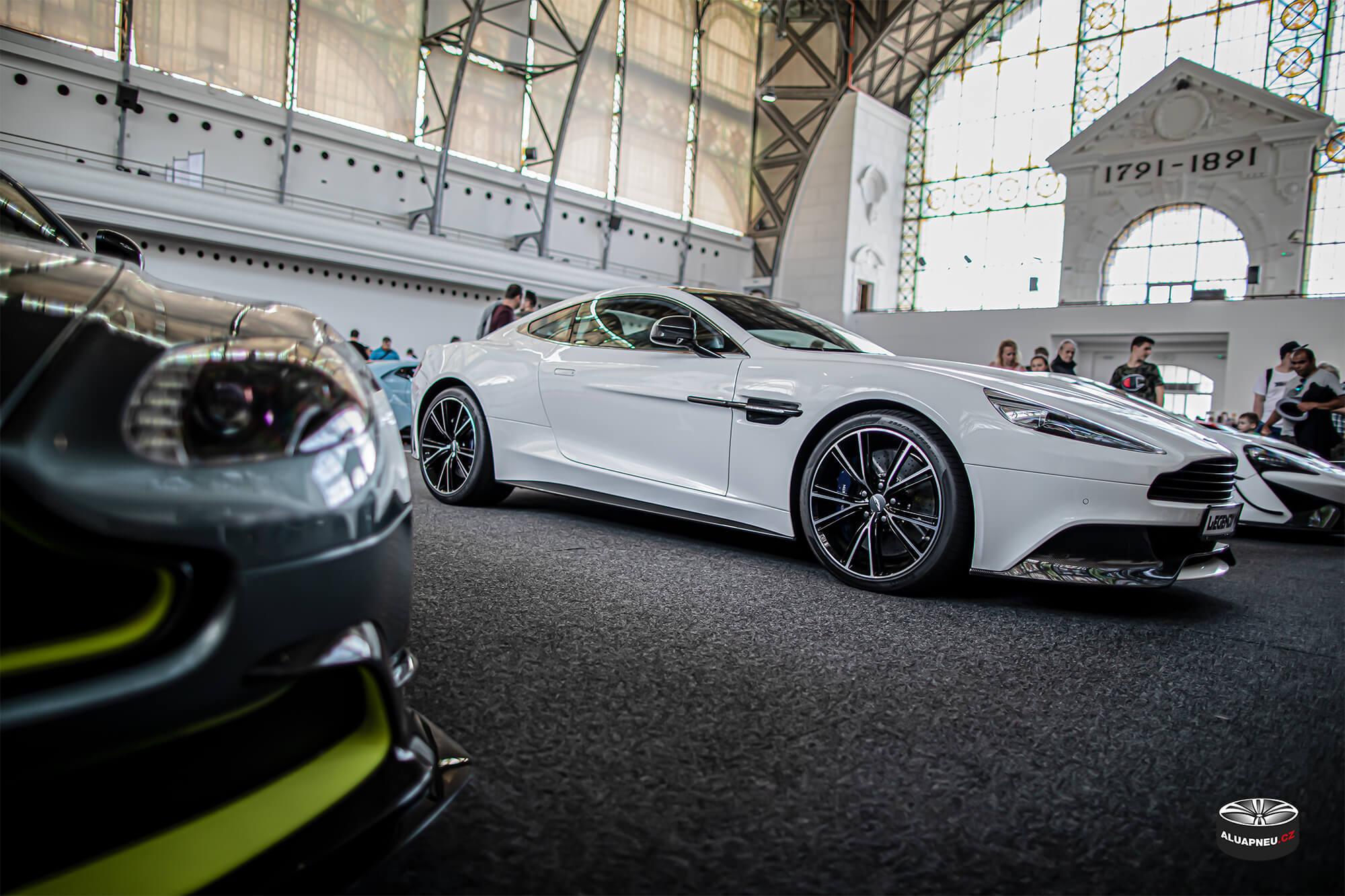 Elektrony Aston Martin - Automobilové Legendy 2019 - www.aluapneu.cz