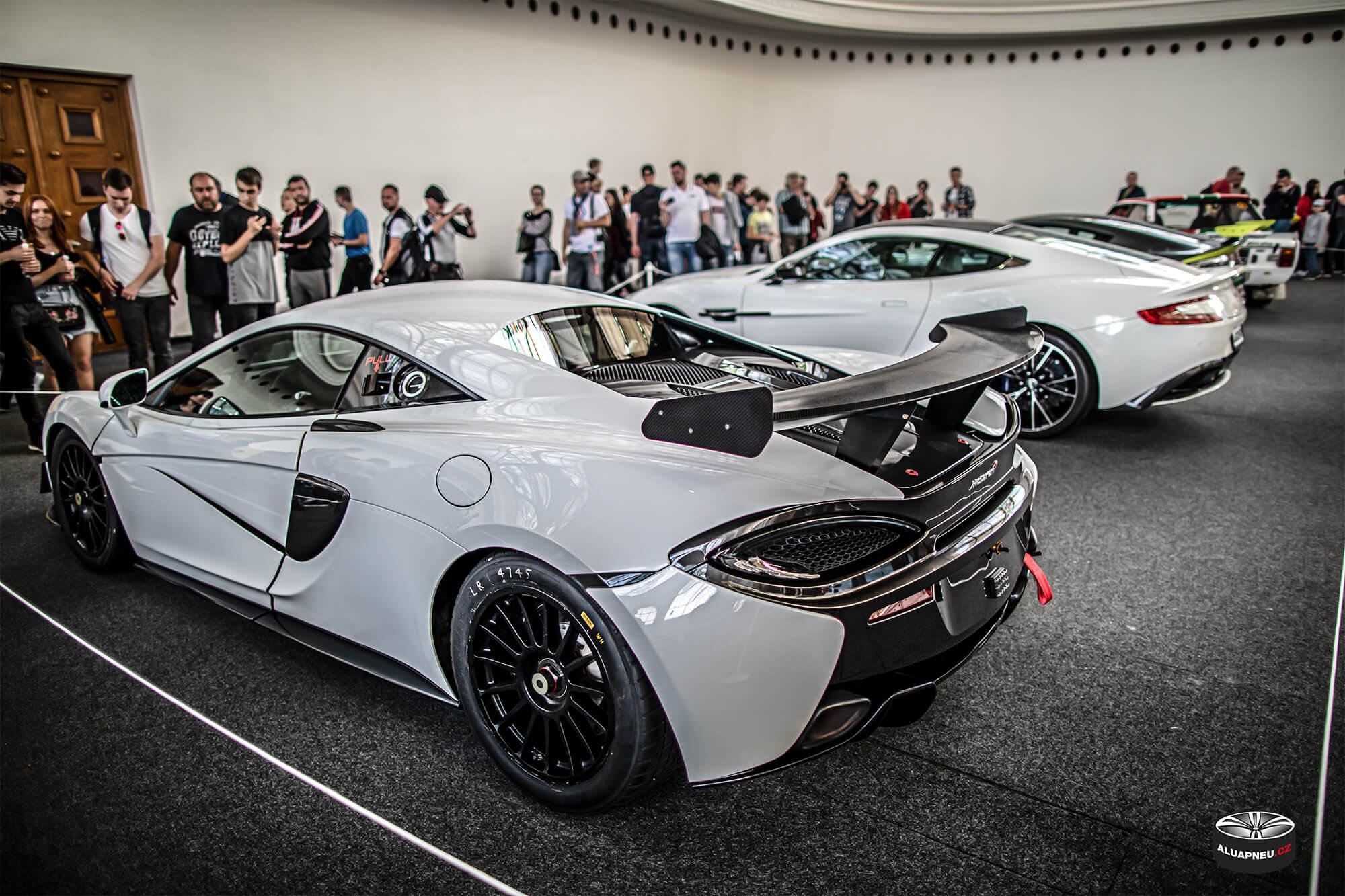 Černá alu kola McLaren - originální elektrony - Automobilové Legendy 2019 - www.aluapneu.cz