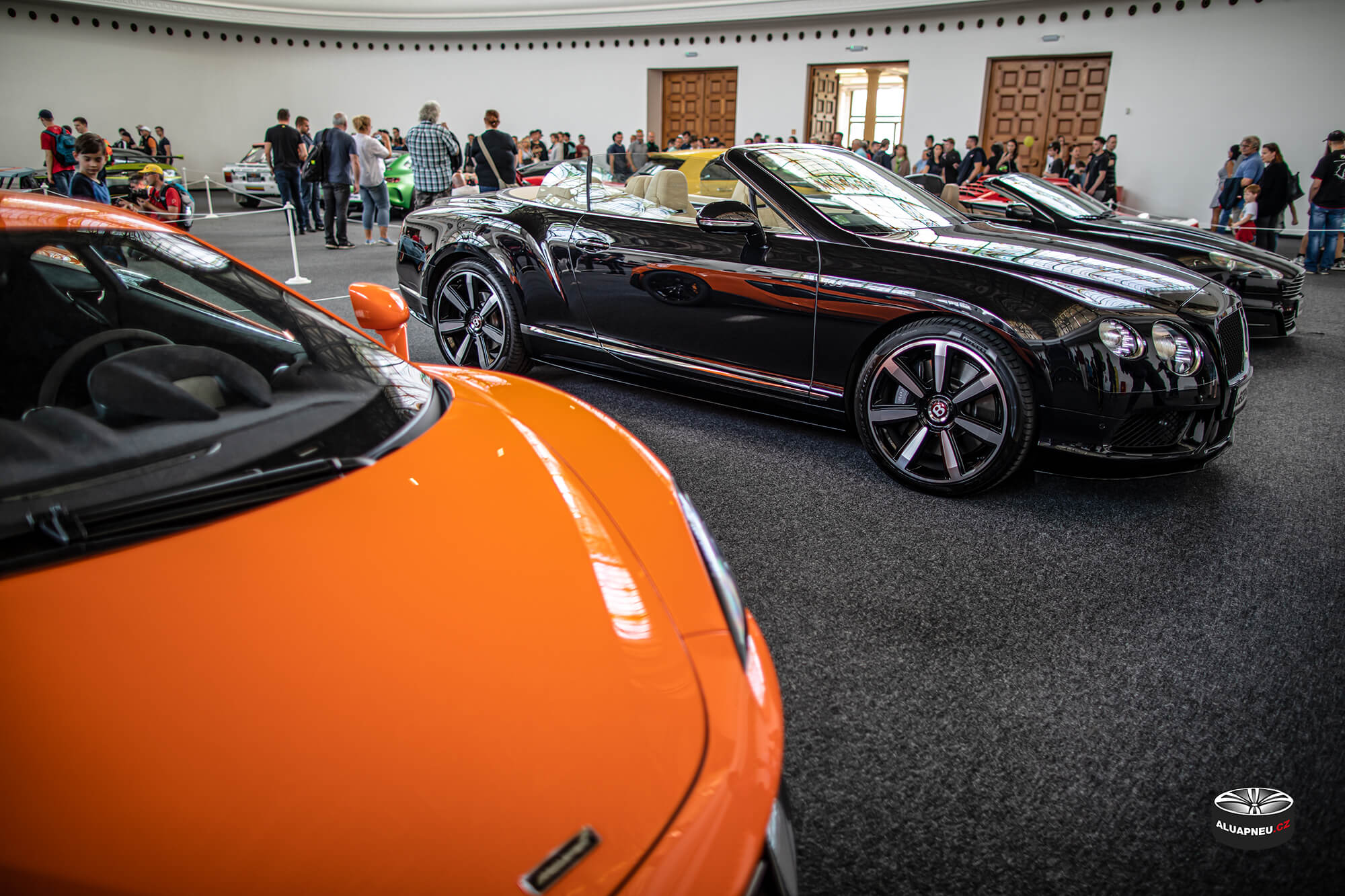 Leštěné elektrony Bentley Continental cabrio - Automobilové Legendy 2019 - www.aluapneu.cz