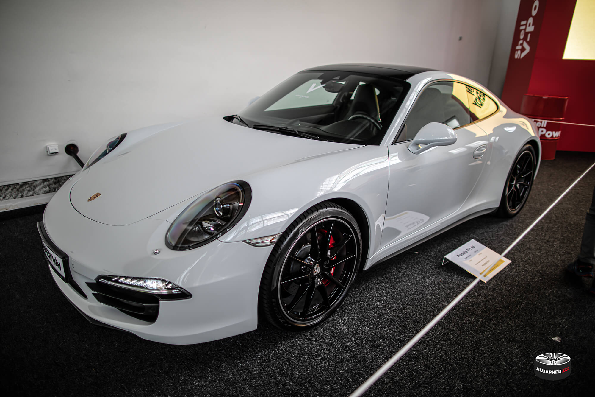 Černá alu kola Porsche - Automobilové Legendy 2019 - www.aluapneu.cz