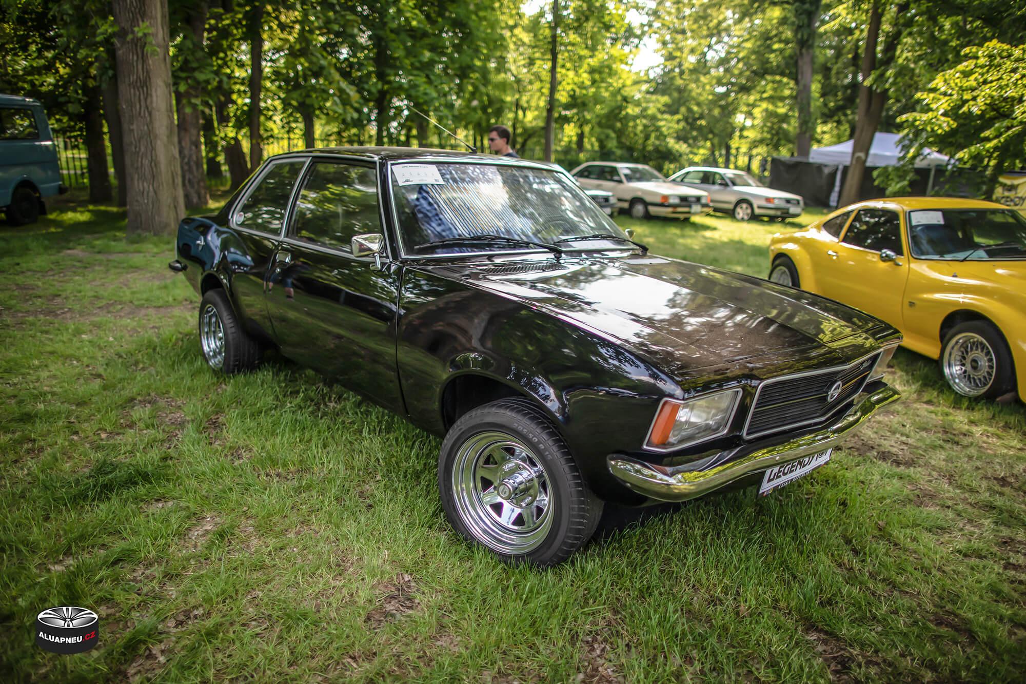 Opel black - Youngtimer - www.aluapneu.cz