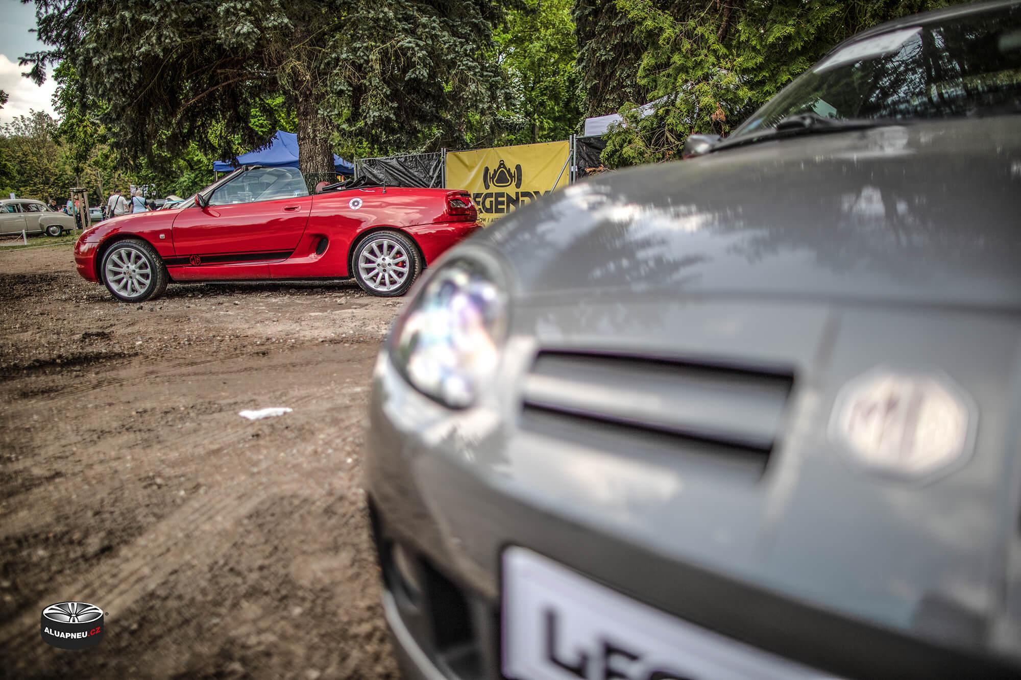 Stříbrná alu kola MG cabrio - Automobilové Legendy 2019 - www.aluapneu.cz