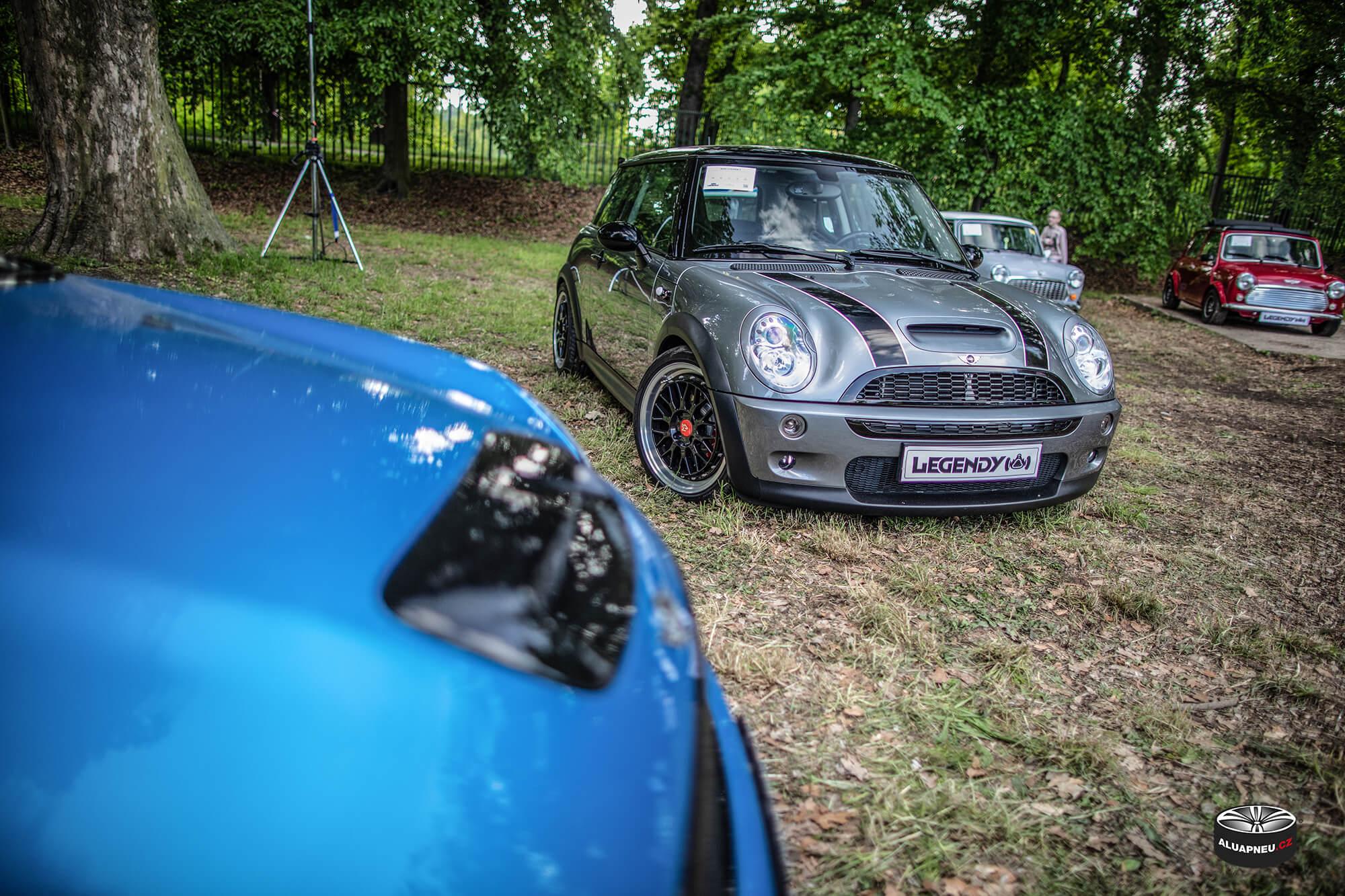 Černé elektrony Mini Cooper One - Automobilové Legendy 2019 - www.aluapneu.cz
