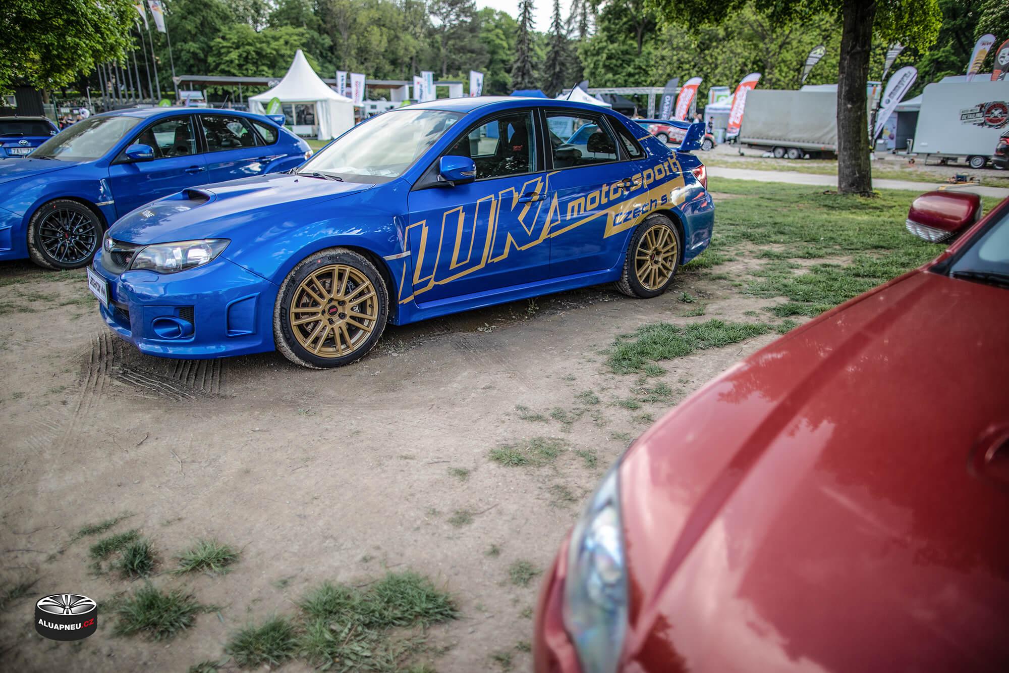 Litá kola Subaru Impreza - originální zlaté alu disky STI - Automobilové Legendy 2019 - www.aluapneu.cz
