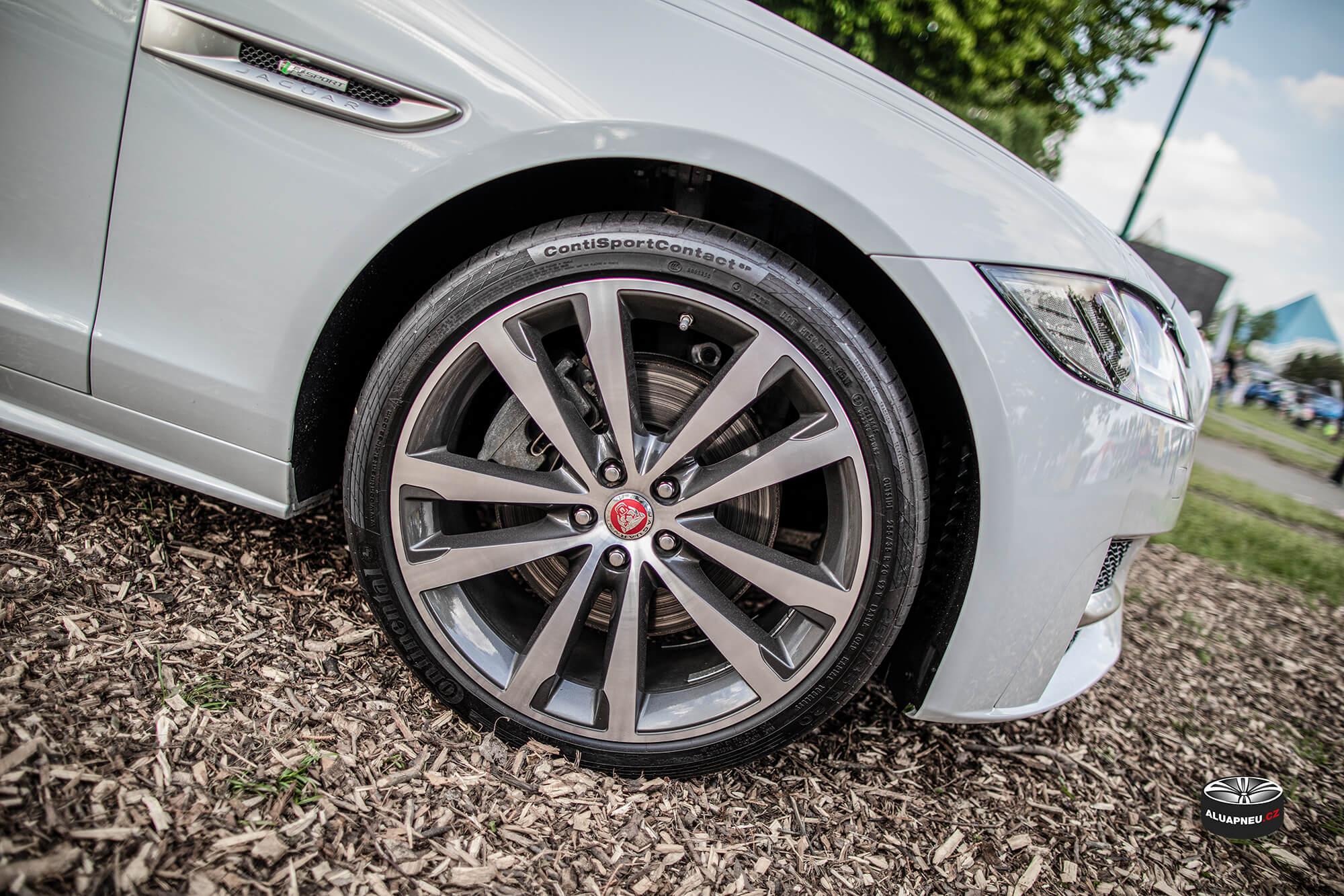 Original leštěné elektrony Jaguar - Automobilové Legendy 2019 - www.aluapneu.cz