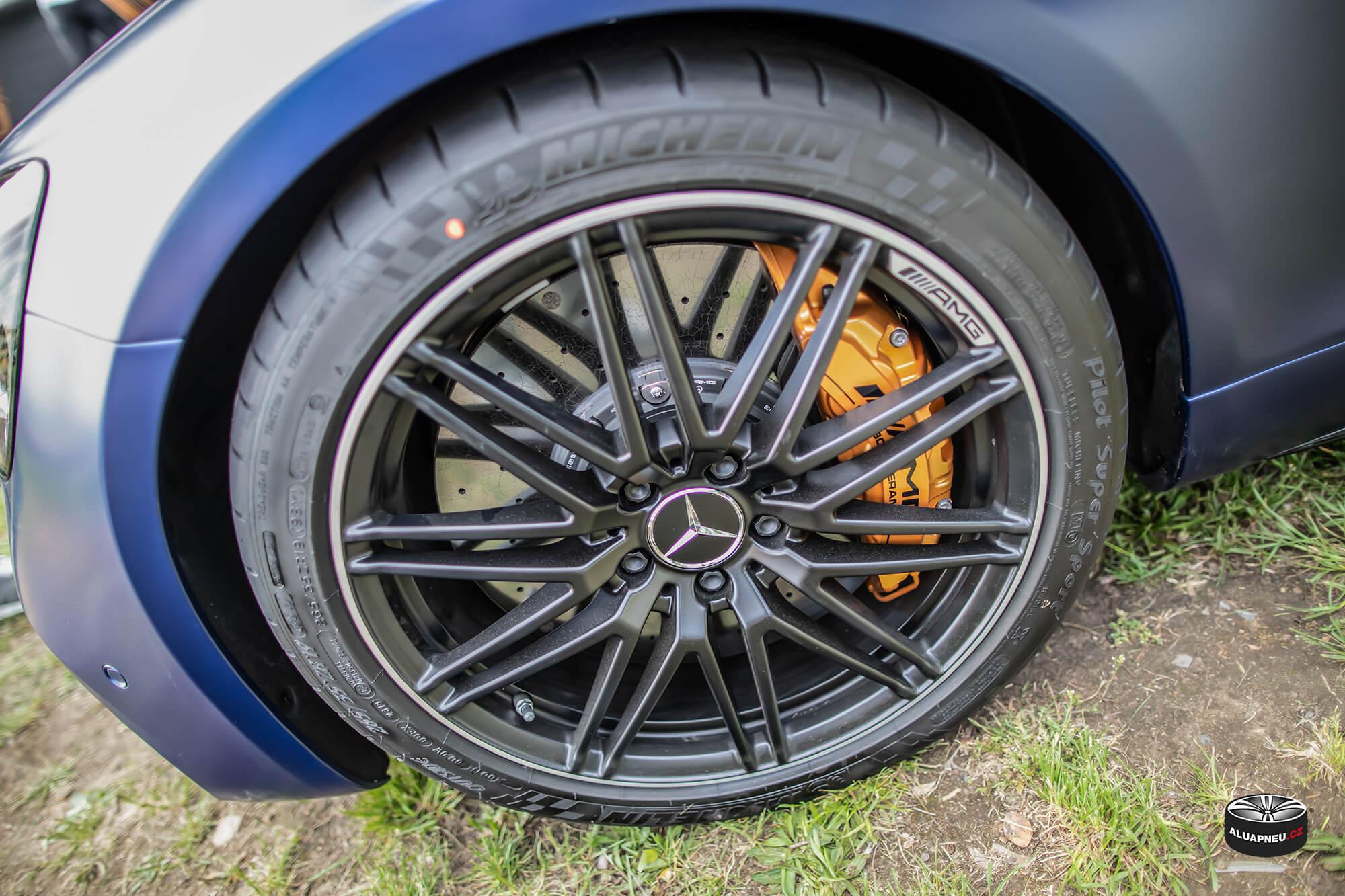 Originální alu kola Amg Mercedes - černé elektrony - Automobilové Legendy 2019 - www.aluapneu.cz