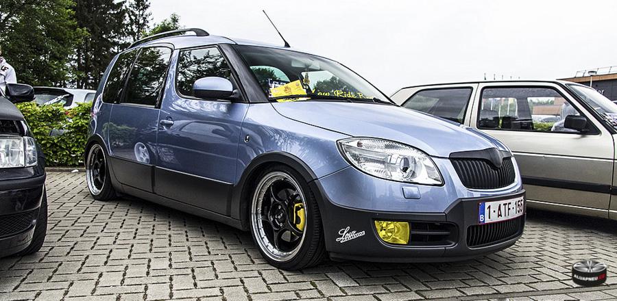 Au kola Škoda Roomster