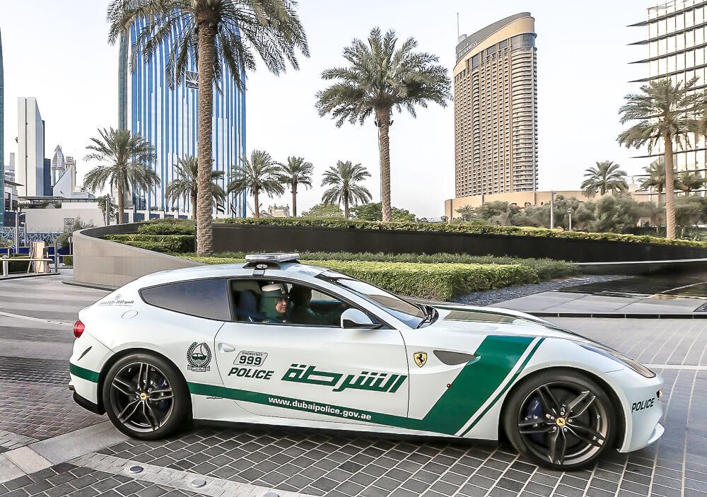 Policejni Ferarri FF - Dubai