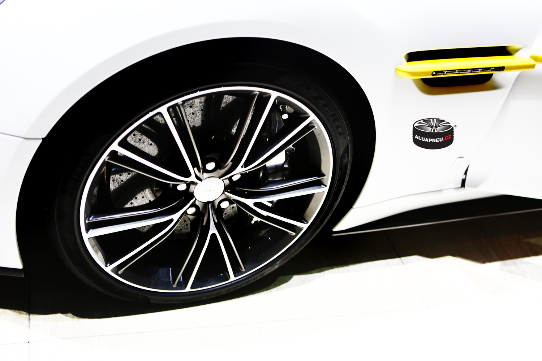 Alu kola Aston Martin